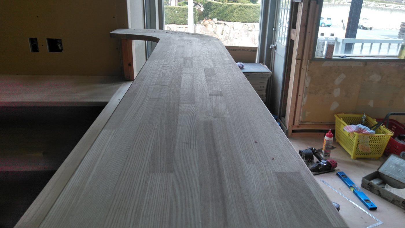 タモ材の笠木